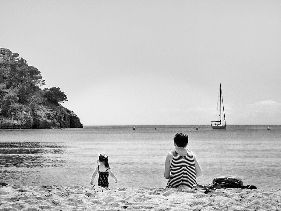 mujer, niña, playa